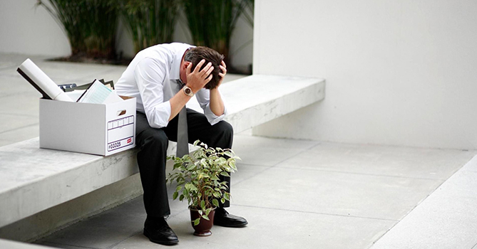Полтора миллиона людей остались без работы и денег — эксперт