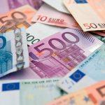 Доллары и евро ближе к телу: население скупает иностранную валюту
