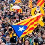 У стадиона «Камп Ноу» в Барселоне протестуют сторонники независимости