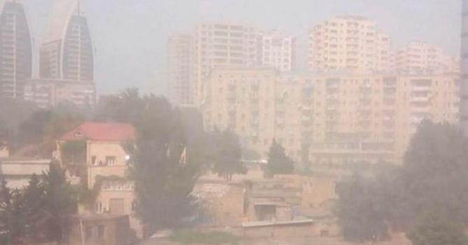 В Баку вырос уровень пыли