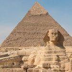 """В Египте около пирамиды Хеопса """"черные археологи"""" нашли древнюю гробницу"""