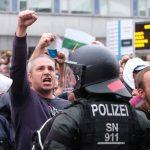 Акции протеста против мигрантов охватили всюГерманию