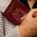 Эквадор временно разрешил венесуэльцам въезд в страну без паспорта