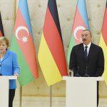 Алиев — Меркель: Азербайджан воюет на собственных землях и Армения должна уйти с оккупированных территорий