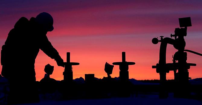 США за неделю снизили суточную добычу нефти до 11,2 млн баррелей