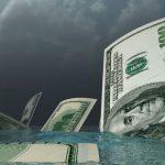 Эксперты рассказали о причинах сокращения продаж долларов по линии Госнефтефонда