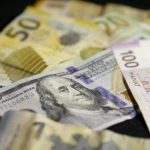 Манат не догонит падающий доллар без решения Центробанка
