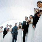 Китайских чиновников накажут за пышные свадьбы и похороны в праздники
