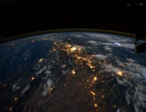 В космос запустили рой из 100 миниатюрных спутников