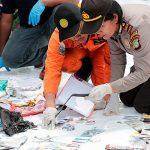 На месте крушения Boeing в Индонезии найдены 24 тела