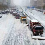 В Китае из-за снегопада более 1 тыс. автомобилей заблокированы на трассах