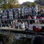 Группа мигрантов на границе Мексики с США объявила голодовку