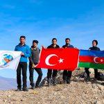 В Турции на вершину горы водрузили флаг Азербайджана