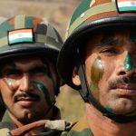 В Индии военные спасли более двух тысяч туристов, застрявших в горах