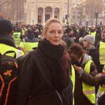 В Париже сотни протестующих фермеров на тракторах заблокировали дороги