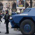 Протестующие подожгли вход в Банк Франции в Руане