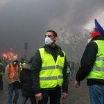 Центр Парижа оказался парализован в результате беспорядков
