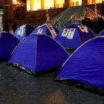 Грузинские оппозиционеры устанавливают палатки у здания парламента