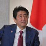 Японский премьер намерен добиться мирного договора с Россией