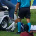 В Бразилии во время матча служебный карт переехал ногу травмированному футболисту