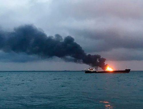 Два корабля загорелись в Керченском проливе