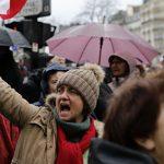 """В Париже более десяти тысяч """"красных платков"""" приняли участие в марше"""