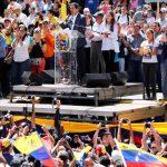 Гуайдо объявил о прибытии в Венесуэлу первого грузовика с гумпомощью