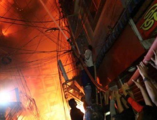 В столице Бангладеш при пожаре погибли 69 человек