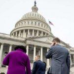 """Законодатели в США достигли договоренности, позволяющей избежать """"шатдауна"""""""