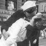 Моряк с фотографии «Поцелуй на Таймс-Сквер» умер в США
