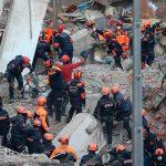 Число жертв обвала жилого дома в Стамбуле выросло и достигло 17 человек