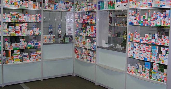 В Баку работников аптеки задержали при продаже наркотиков