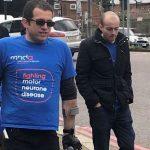 Безногий британец прошел 40 километров ради матери