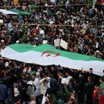 В Алжире продолжаются массовые протесты