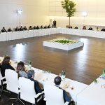 Ильхам Алиев и Мехрибан Алиева встретились с группой деятелей культуры и искусства