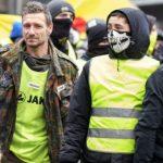 """В Париже на акциях """"желтых жилетов"""" задержали более тридцати человек"""