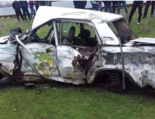 На западе Азербайджана поезд столкнулся с автомобилем, один погибший
