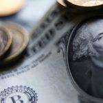 Рубль ускорил снижение после новостей о подготовке новых санкций США