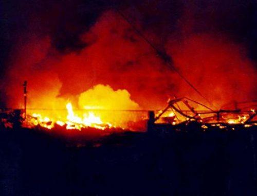 Сербские радикалы сожгли флаги ЕС и НАТО в центре Белграда