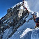 Длинная очередь на вершину Эвереста убила туристов