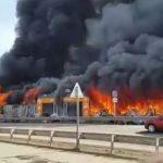 Сильный пожар в маркете в Баку, есть пострадавшие