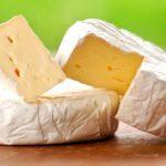 Сыр бри убил во Франции двух человек