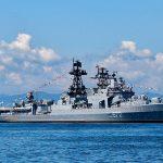 Крейсер США, совершив опасный маневр, помешал прохождению российского военного корабля