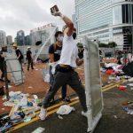 Полиция Гонконга задержала более 200 участников субботних протестов
