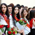 "В школах Азербайджана сегодня прозвенит ""последний звонок"""