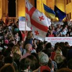 Протестующие в Тбилиси разбивают палатки у парламента