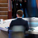 Владимир Путин в прямом эфире отвечает на вопросы россиян