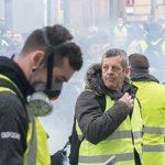 Лидера массовых протестов в Париже задержали в прямом эфире