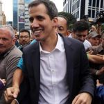 Власти Венесуэлы обвинили соратников Гуайдо в торговле краденным оружием