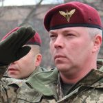 Украинский генерал призвал провести парад вопреки решению президента